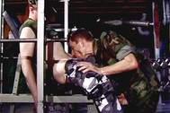 Soldados gay follando en el gimnasio