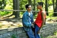 Estos dos jovencitos adoran follar en el bosque