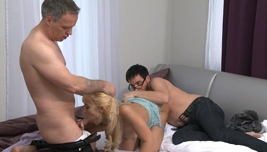 Секс порна девачки с атчом трахают фото 791-587
